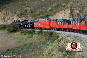Luxury train experience through Ecuador