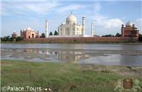 Taj Mahal, the most famous location on the Golden Triangle tour