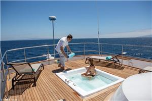 Outdoor Jacuzzi on board Passion