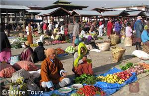 Market in Paro