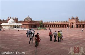 The Rajasthan tour takes you to the abandoned city of Fatehpur Sikri