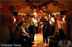 Dancing in El Transcantábrico's pub car
