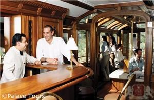 Bar on board the Hiram Bingham Train