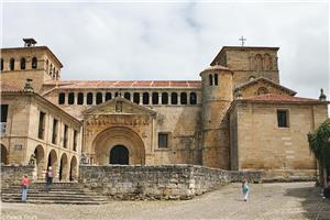 The Collegiate Church of Santa Juliana is just one National Monument along your tour