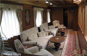 El Transcantabrico's Lounge car