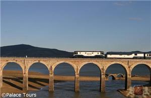 El Transcantábrico on the Arija Bridge