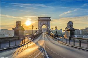 Visit the Iconic Chain Bridge